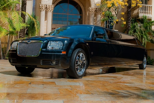 8 Person Chrysler 300 Limo Service Metairie