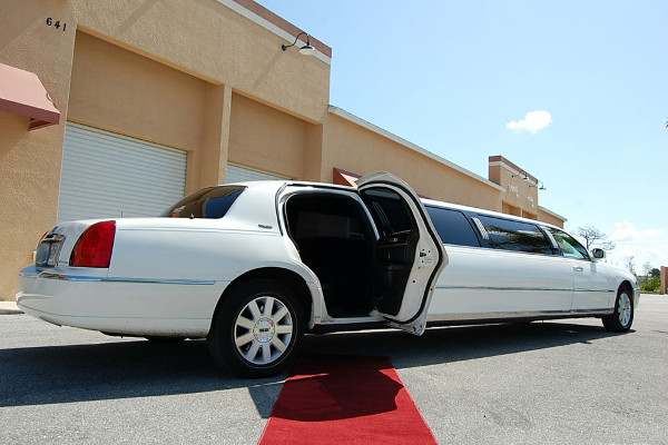 8 Person Lincoln Stretch Limo Metairie